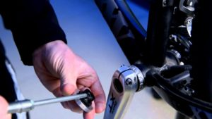 Cyclist fitting Shimano external BB and cranks