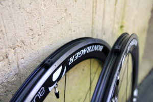 A pair of tubeless wheels